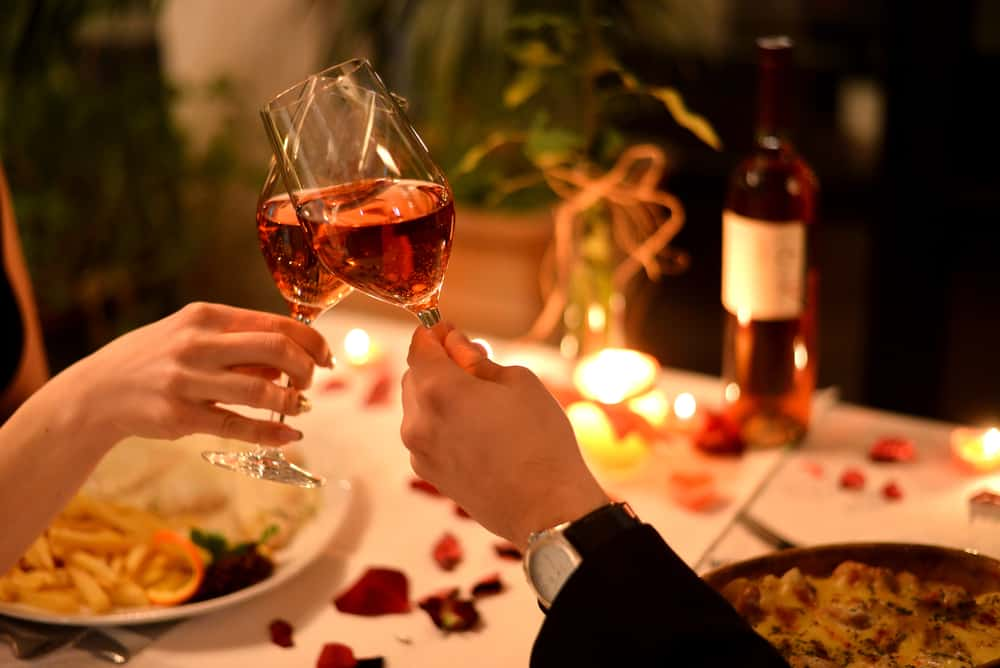 romantic dinner with wine